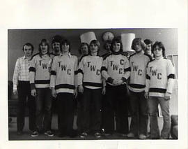 Men's hockey team posing for the camera