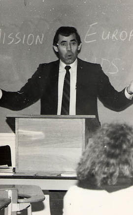 Vincent Price addressing students
