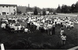 Students at a picnic during Orientation Week