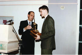 Arne Olson presenting an award to an aviation student